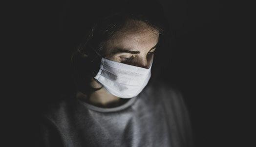 Woman in mask. Photo: Engin Akyurt, unsplash.